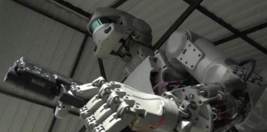 Pese a que las armas autónomas aún no existen, ya se han desplegado cerca de 381 sistemas de robótica militar (horizontal-x3)