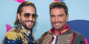 Estilos informales dominan la alfombra azul de Premios Juventud