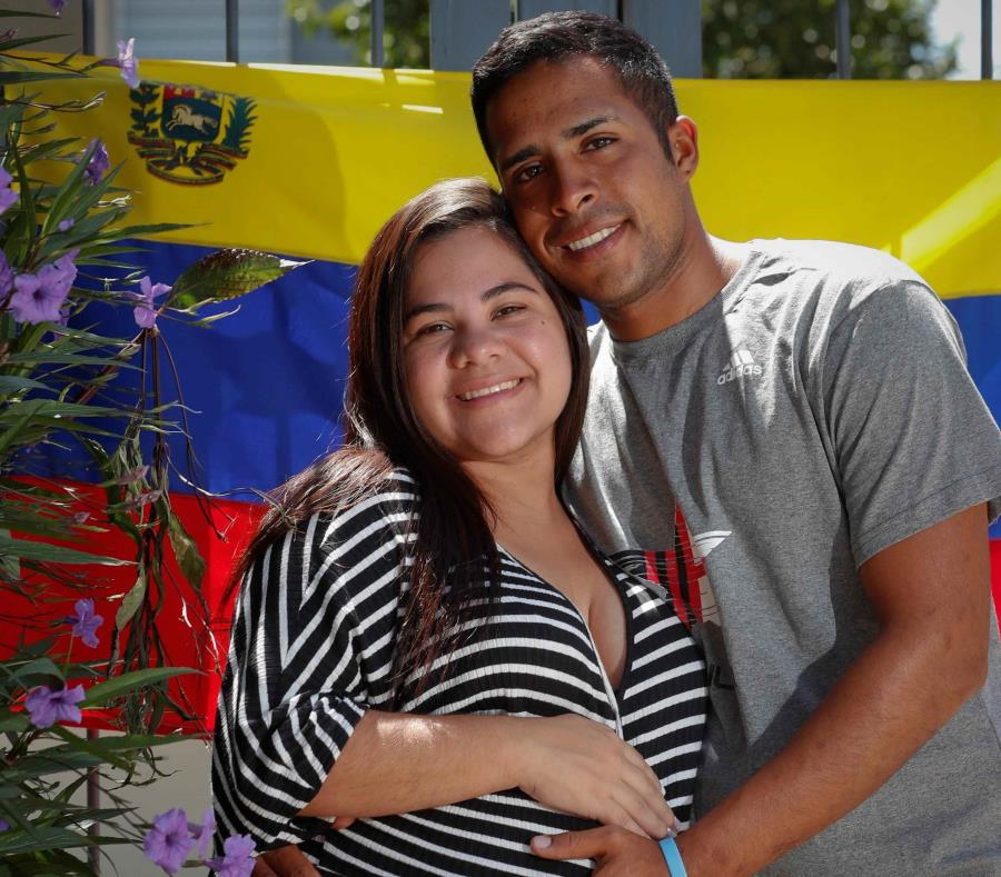 Caminó más de 3,000 millas para ver nacer a su hijo (semisquare-x3)