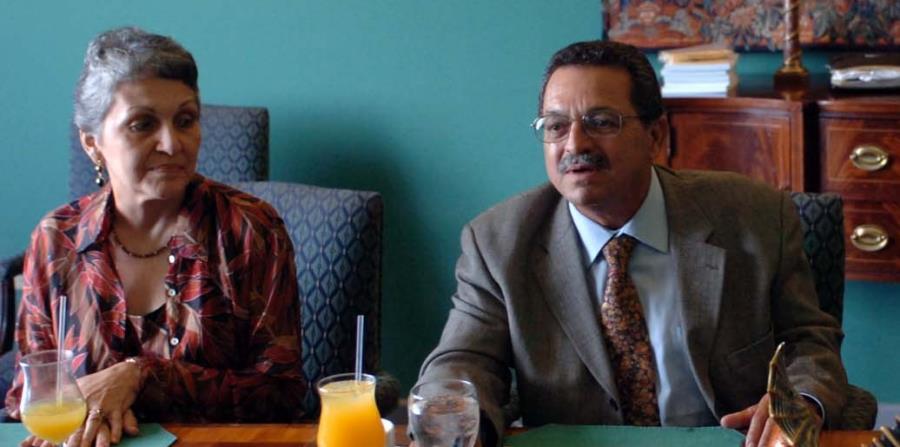 Evelyn López, a la izquierda, en compañía de su esposo Víctor López en una conferencia de prensa. (GFR Media) (horizontal-x3)