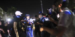 """La Policía lanza """"pepper spray"""" en manifestación en Guaynabo"""