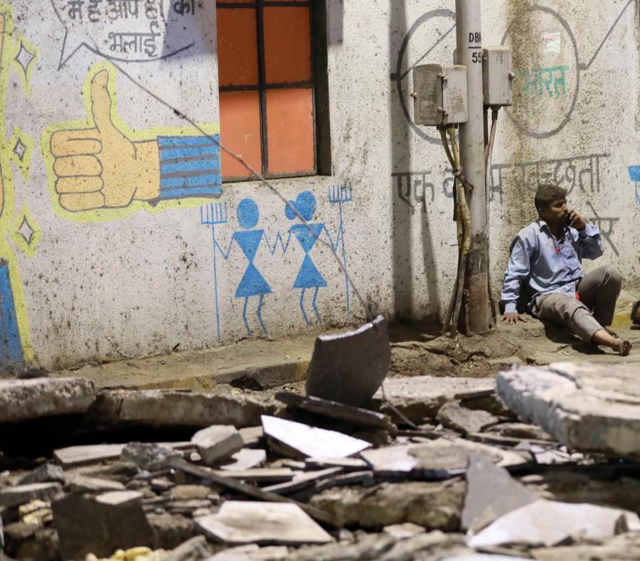 Los incendios y derrumbes de edificios son frecuentes en la India, a menudo debido al precario estado de las infraestructuras (semisquare-x3)