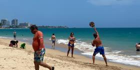 Los boricuas llenan las playas durante el fin de semana del 4 de julio