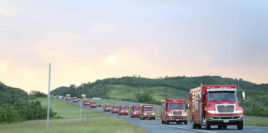 Caravana de Coca Cola camino al sur en horas del amanecer del sábado 11 de enero. (Suministrada)