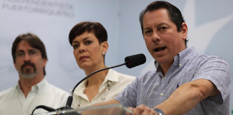 El senador Juan Dalmau, y la comisionada electoral del PIP, María de Lourdes Santiago, invitaron a los ciudadanos a participar de la manifestación de este viernes. (horizontal-x3)
