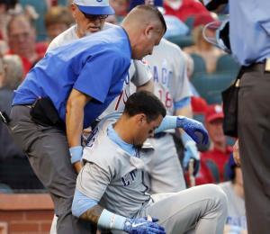 Javier Báez se siente mejor tras recibir pelotazo en su codo izquierdo