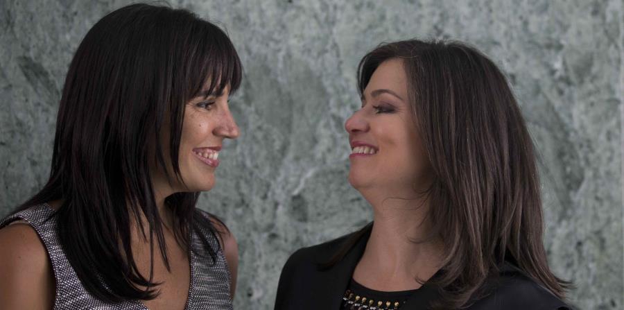 Maite Oronoz Rodríguez, derecha, junto a su pareja, Gina Méndez Miró. (GFR Media) (horizontal-x3)