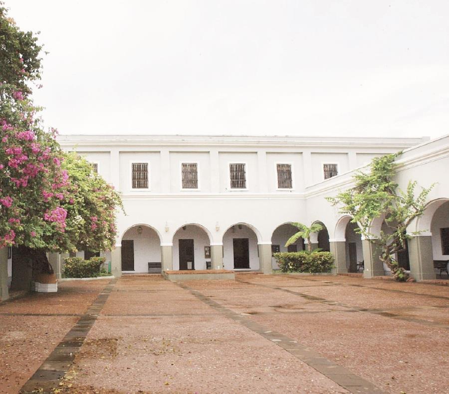 El Seminario Conciliar de San Idelfonso, ubicado en la calle Cristo, fue construido en 1832 y desde el 1985 es la sede del Centro de Estudios Avanzados. (semisquare-x3)