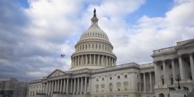 Senado federal aprobó una resolución que persigue evitar un cierre de gobierno