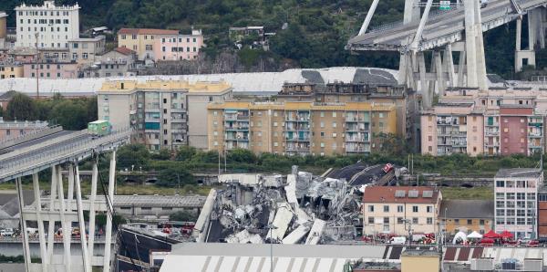 Un puente colapsa en Italia y deja decenas de muertos
