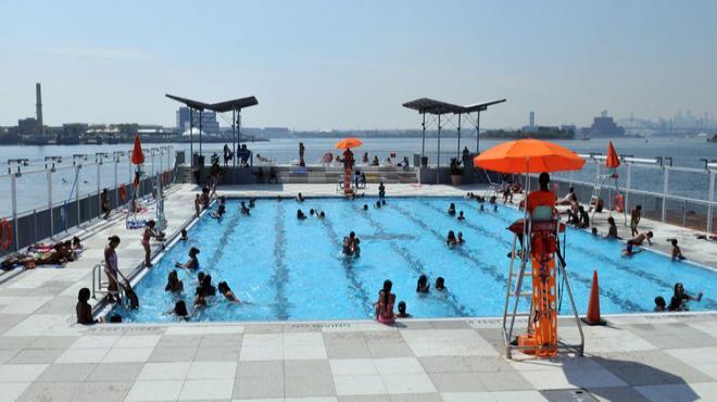 Floating pool, Barreto Point Park, Nueva York