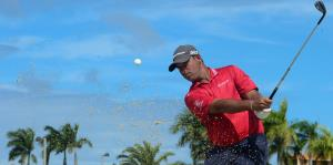 Rafa Campos carga la bandera boricua en el golf