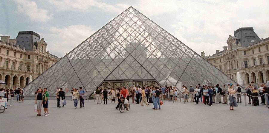El Museo del Louvre exhibe arte robado por nazis (horizontal-x3)
