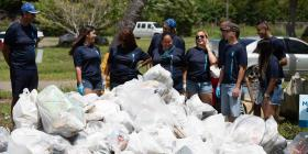 Recogen sobre 3,000 libras de basura en la playa de Humacao