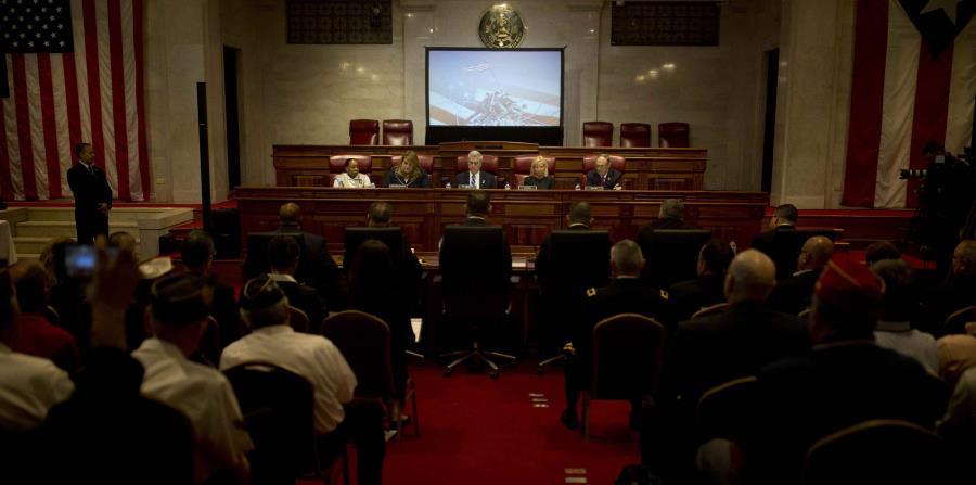 La vista se llevó a cabo en un salón del Capitolio en Puerto Rico. (horizontal-x3)