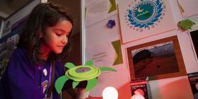 Profesores y estudiantes exhiben proyectos tecnológicos en el Microsoft Education Forum