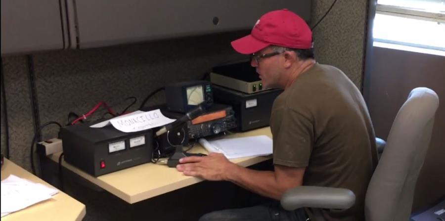 """""""Empezamos el viernes a establecer la red y ya tenemos comunicación en casi la mitad de Puerto Rico y Vieques"""", dijo Raúl González, quien es uno de los que labora en la base ubicada en Monacillos en San Juan. (horizontal-x3)"""