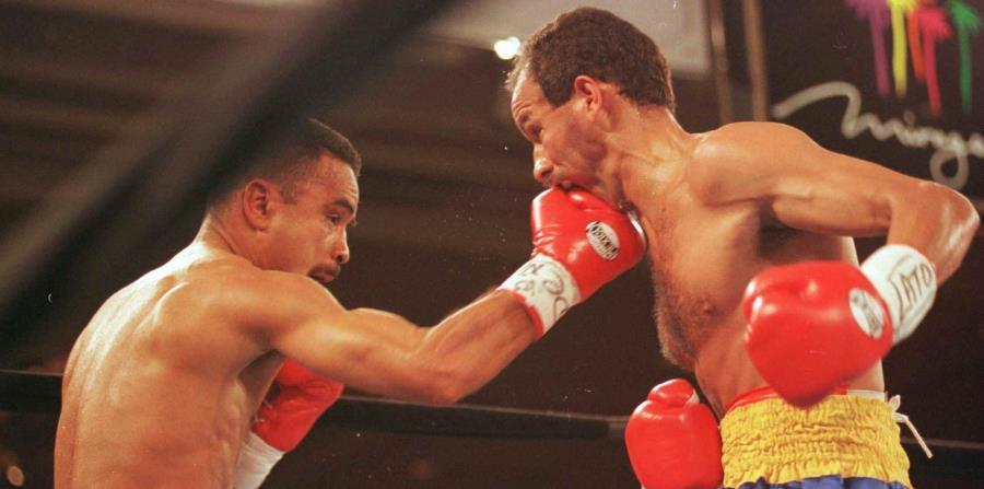 Vázquez golpea el rostro de Eloy Rojas en la pelea de 1996 en Las Vegas. (GFR Media) (horizontal-x3)