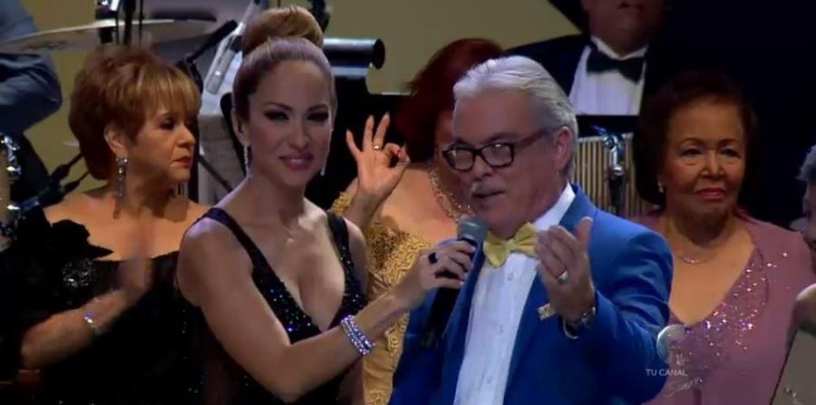 Rafa Figueroa junto a la presentadora Alexandra Fuentes. (horizontal-x3)