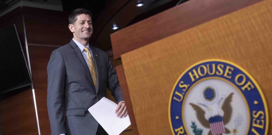 El republicano Paul Ryan, presidente de la Cámara de Representantes, llega a una conferencia de prensa en el Capitolio en Washington. (horizontal-x3)