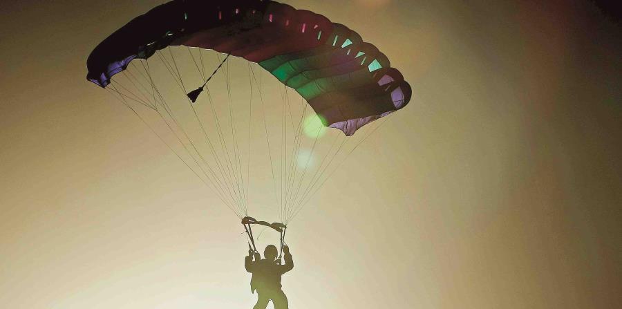 paracaidista (horizontal-x3)