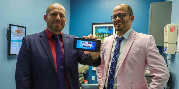 """Dos médicos puertorriqueños en Orlando educan sobre la salud en """"arroz y habichuelas"""""""