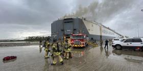 Nueve bomberos hospitalizados en Florida luego de una explosión en un buque