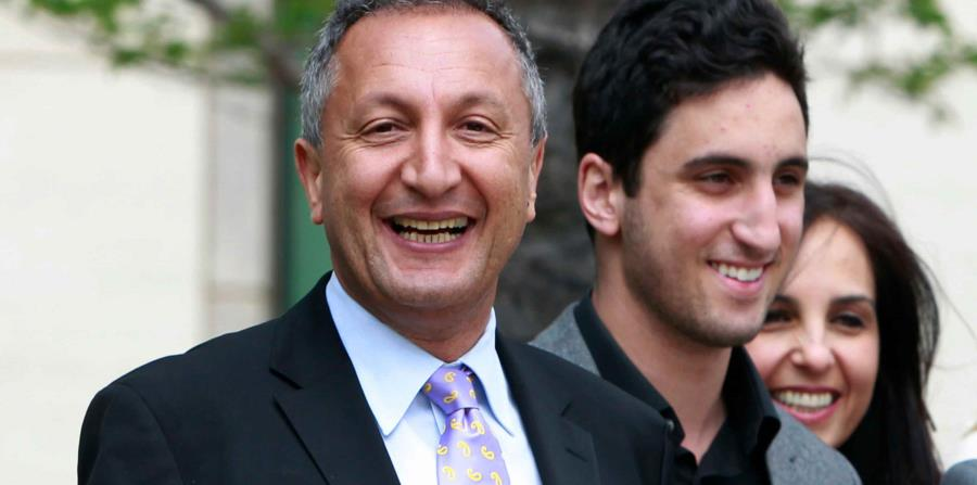 Isaac Larian, a la izquierda, es el CEO de los creadores de las muñecas Bratz. (AP) (horizontal-x3)