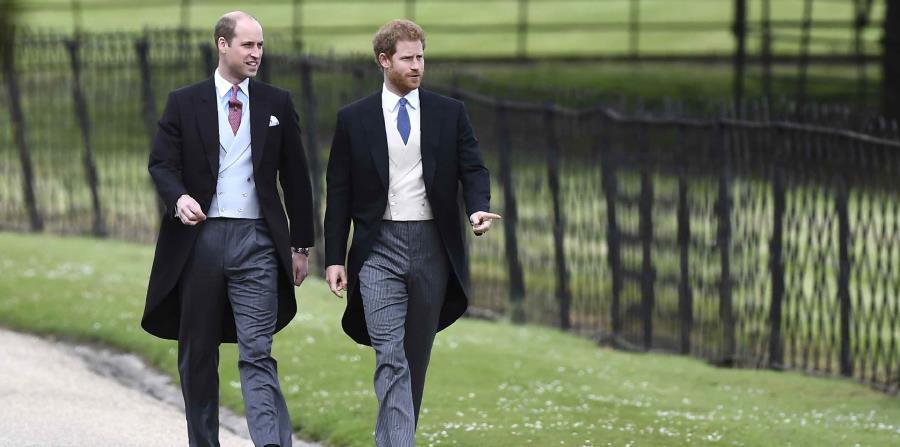 Los príncipes Guillermo y Enrique de Inglaterra hablarán sobre la semana que siguió a la muerte de su madre, desde el momento en el que conocieron la noticia de su accidente hasta el funeral. (horizontal-x3)