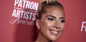 Lady Gaga reparte pizzas y café a los afectados por los incendios en California