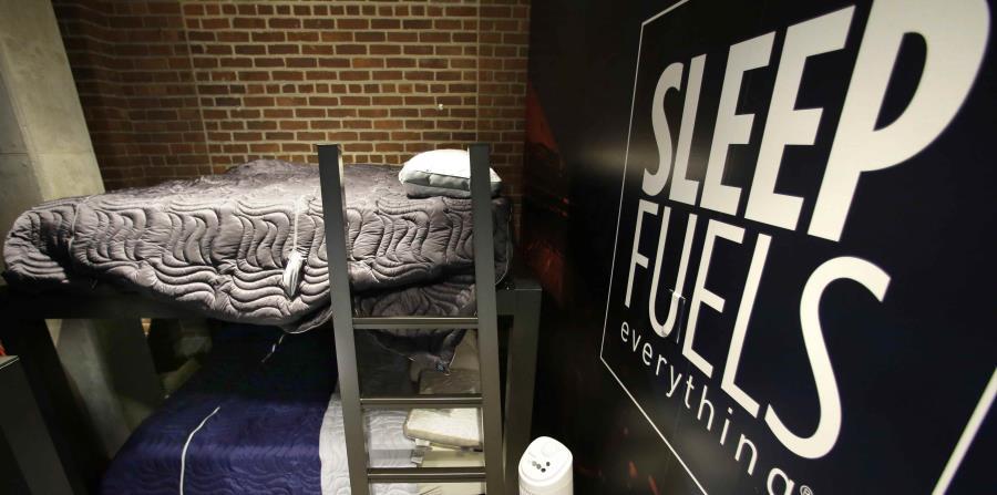 Fotografía de las literas que los jugadores utilizan para tomar siestas a lo largo de la temporada. (AP / Steven Senne) (horizontal-x3)