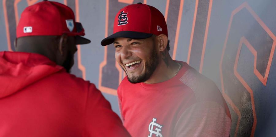 Cardinals Develan Coleccionable Especial Con Yadier Molina