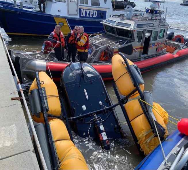 Helicóptero ameriza de emergencia sobre río Hudson en Nueva York