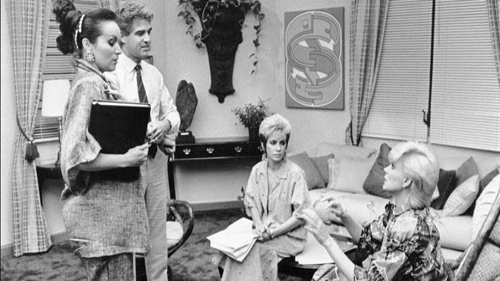 Iris Chacón, Pedro Juan Figueroa, Yolandita Monge y Charytín Goyco durante la grabación de la telenovela Escándalo en WAPA en 1986. (Archivo)