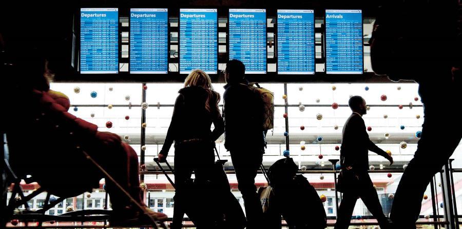 Algunos pasajeros fueron llevados a zonas seguras en el Aeropuerto Internacional Cleveland Hopkins. (horizontal-x3)