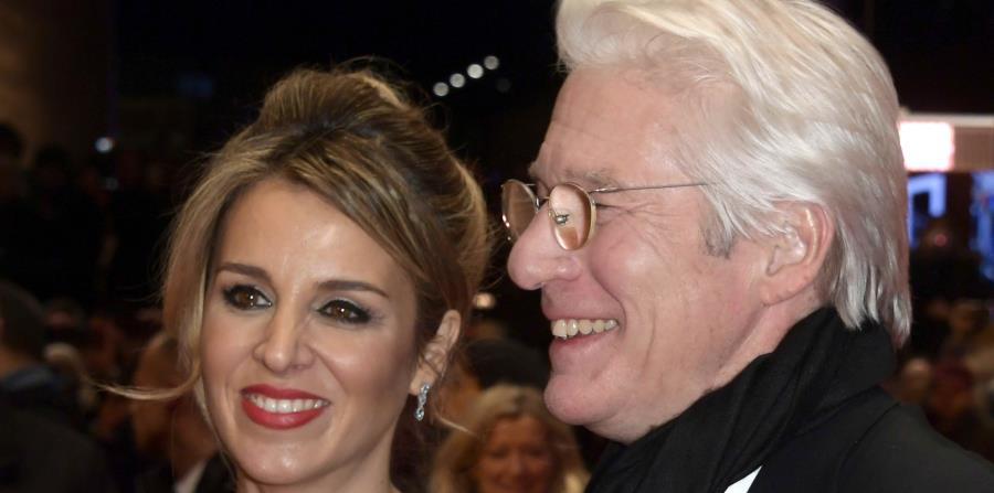 El actor estadounidense Richard Gere y su novia, la española Alejandra Silva arriban a la proyección de la película