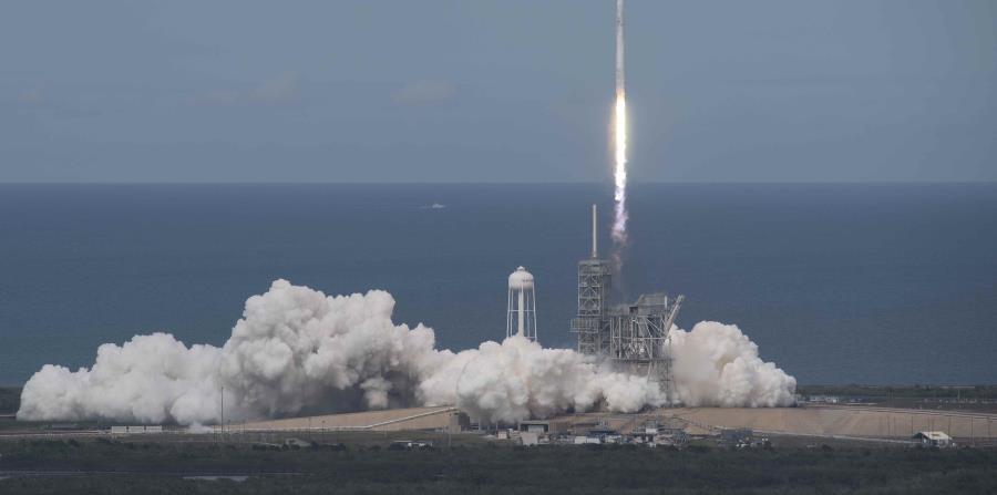 La prueba tuvo el objetivo de comprobar si la nave Falcon Heavy puede servir para llevar carga útil al espacio (horizontal-x3)