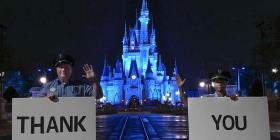 Parques de Disney honran a trabajadores de la salud