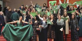Cineastas argentinas protestan a favor del aborto en Cannes