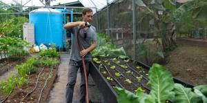 Equipan 20 hogares en Las Marías con cisternas de lluvia