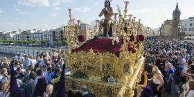 El fervor religioso de la Semana Santa en Sevilla
