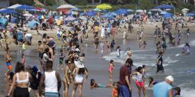 Playas llenas durante el feriado de la Recordación preocupan a los médicos