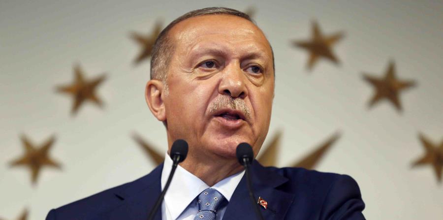 El presidente de Turquía, Recep Tayyip Erdogan, pronuncia un discurso por televisión nacional desde su residencia oficial en Estambul (horizontal-x3)