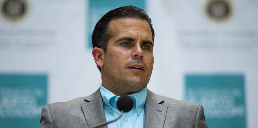 El gobernador Ricardo Rosselló firmó hoy la ley, que debe establecer la estructura legal y digital necesaria para identificar el fraude. (GFR Media) (horizontal-x3)