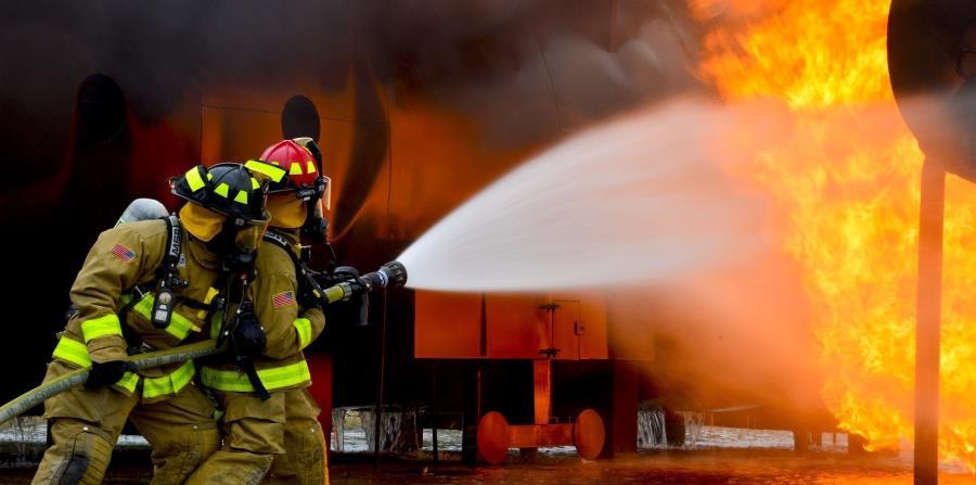El incendio calcinó 320 hectáreas (800 acres) y llevó a las autoridades a suspender la práctica de fuegos controlados. (horizontal-x3)