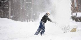Una niña murió en Chicago luego de que un castillo de nieve le cayó encima