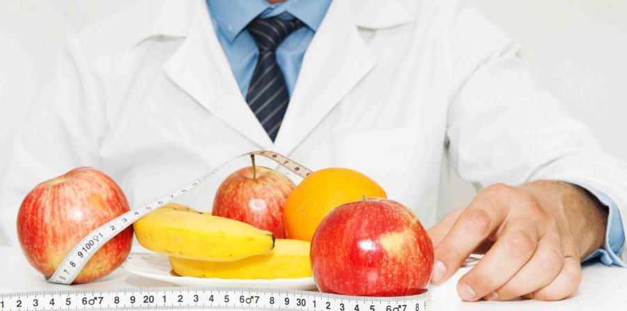 Hombre nutricionista (horizontal-x3)