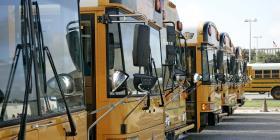 Convierten autobuses escolares en bibliotecas electrónicas móviles