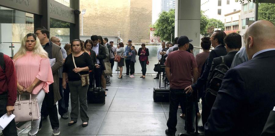 Inmigrantes a la espera de sus audiencias en los tribunales de inmigración de Los Ángeles. (horizontal-x3)