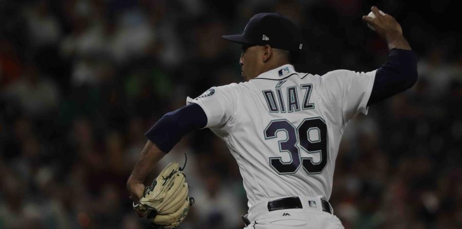 Edwin Díaz lanza contra los Astros durante la novena entrada. (AP) (horizontal-x3)